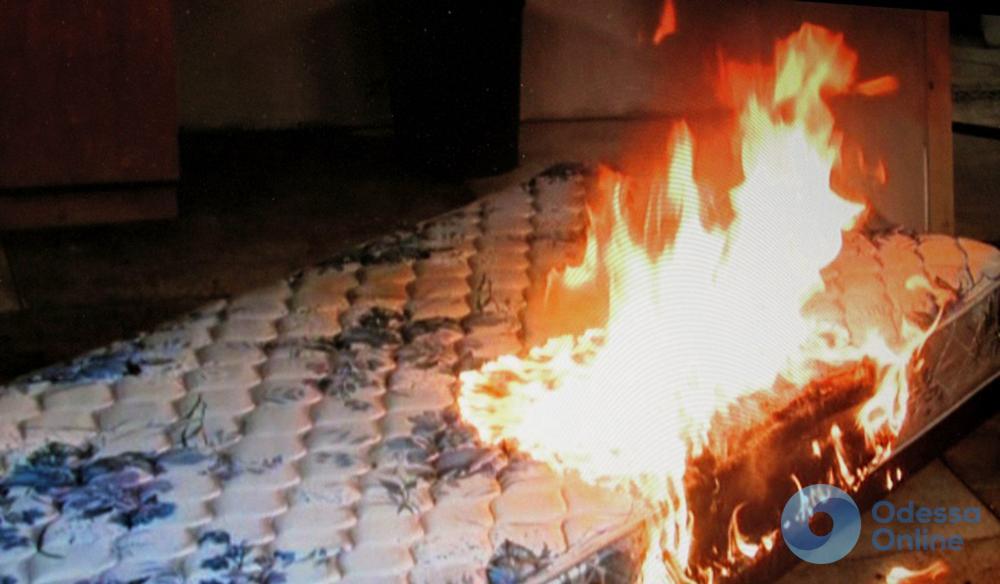 Одесса: горящий матрас отправил владельца в реанимацию