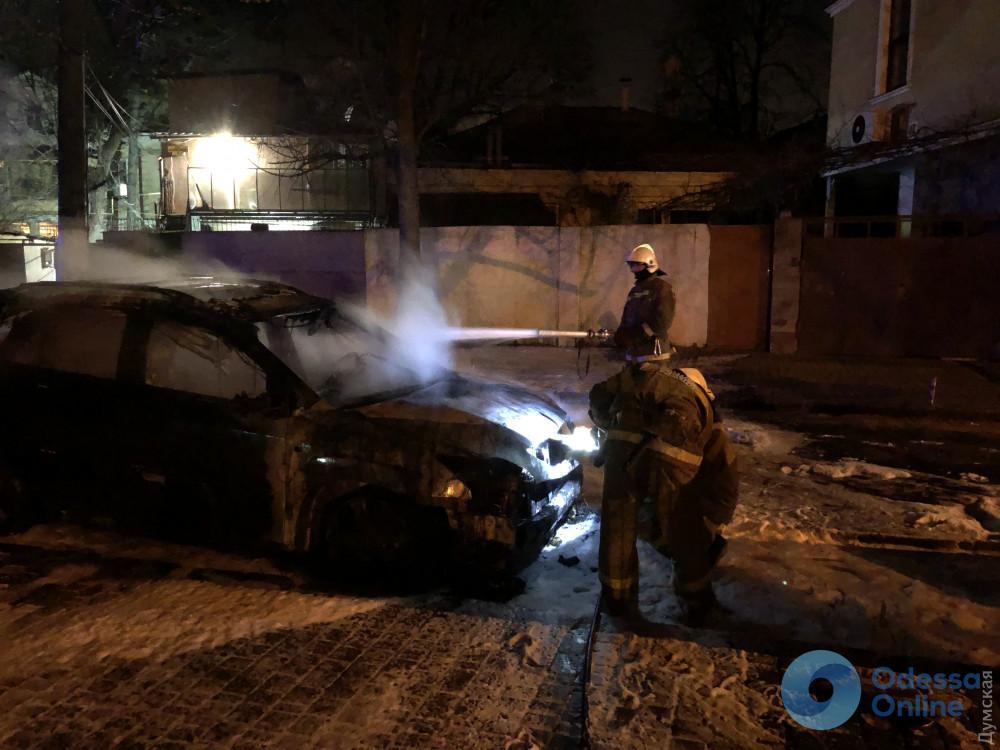 В Одессе сгорел «Лексус» депутата горсовета