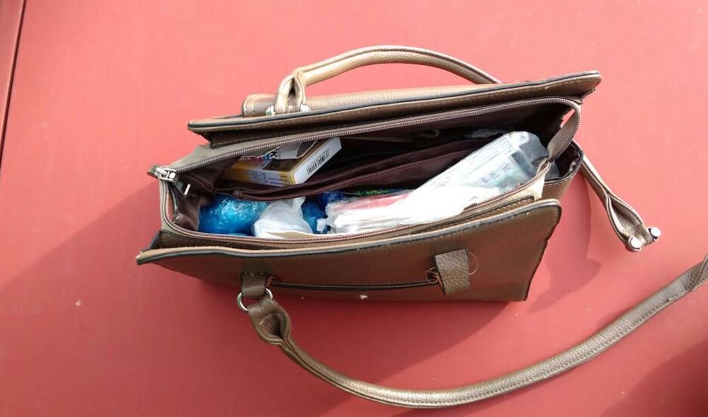 Не усмотрел: грабитель выкинул сумку с семью тысячами гривен