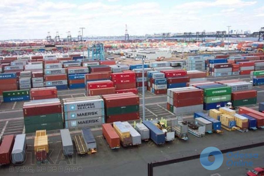 Одесская таможня заняла второе место по растаможенным контейнерам