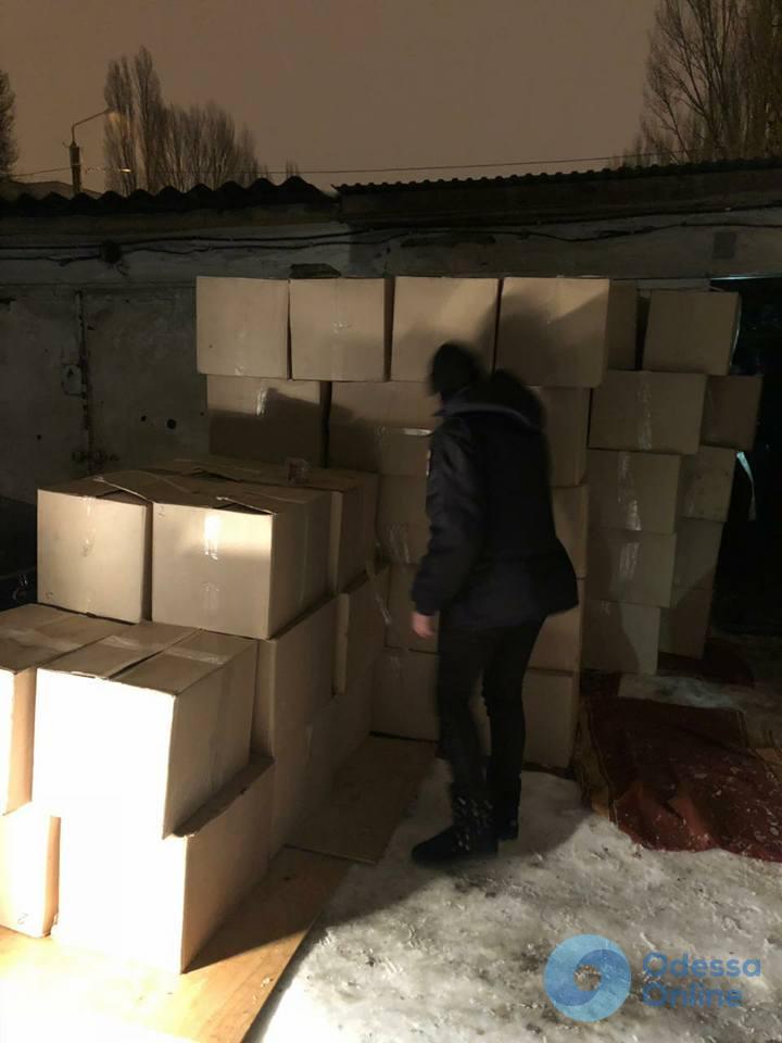 В Одессе изъяли более 70 тысяч пачек контрабандных сигарет