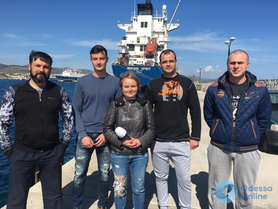 Одесские моряки уже 9 месяцев находятся на борту арестованного в Греции судна