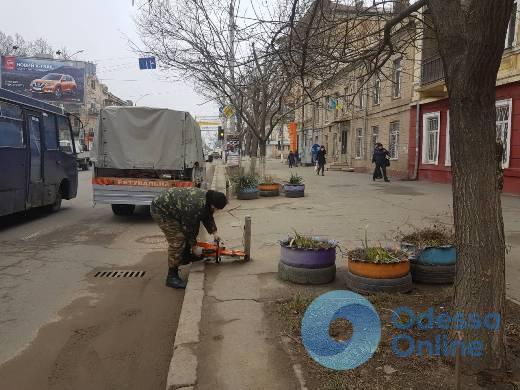 В Одессе продолжают демонтировать незаконные юнипаркеры