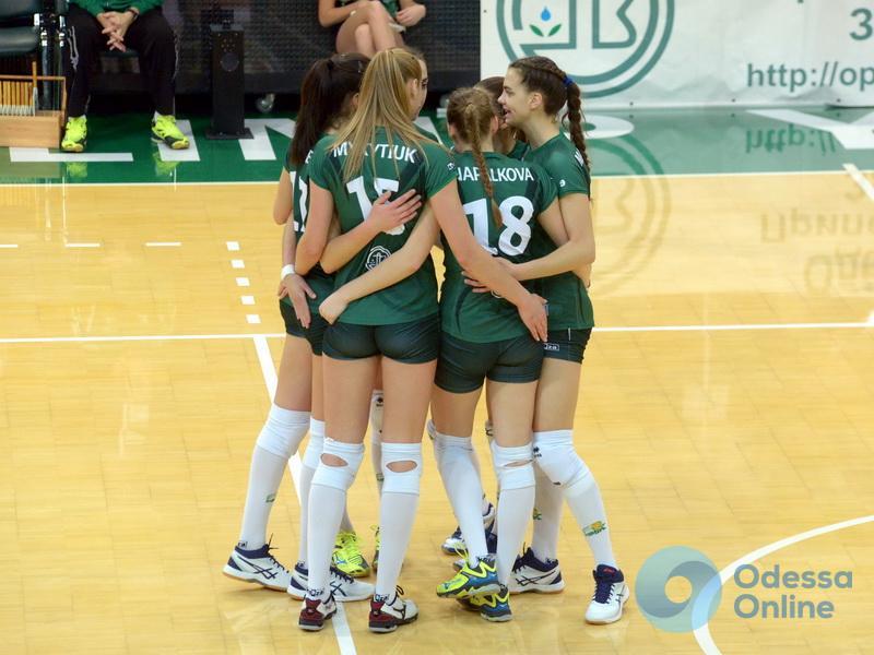 Две победы за 97 минут: южненские волейболистки дважды разгромили соперниц из Ровно