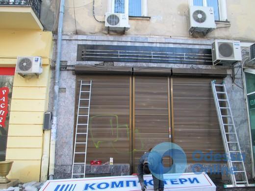 В Одессе демонтировали еще 93 незаконные рекламные вывески