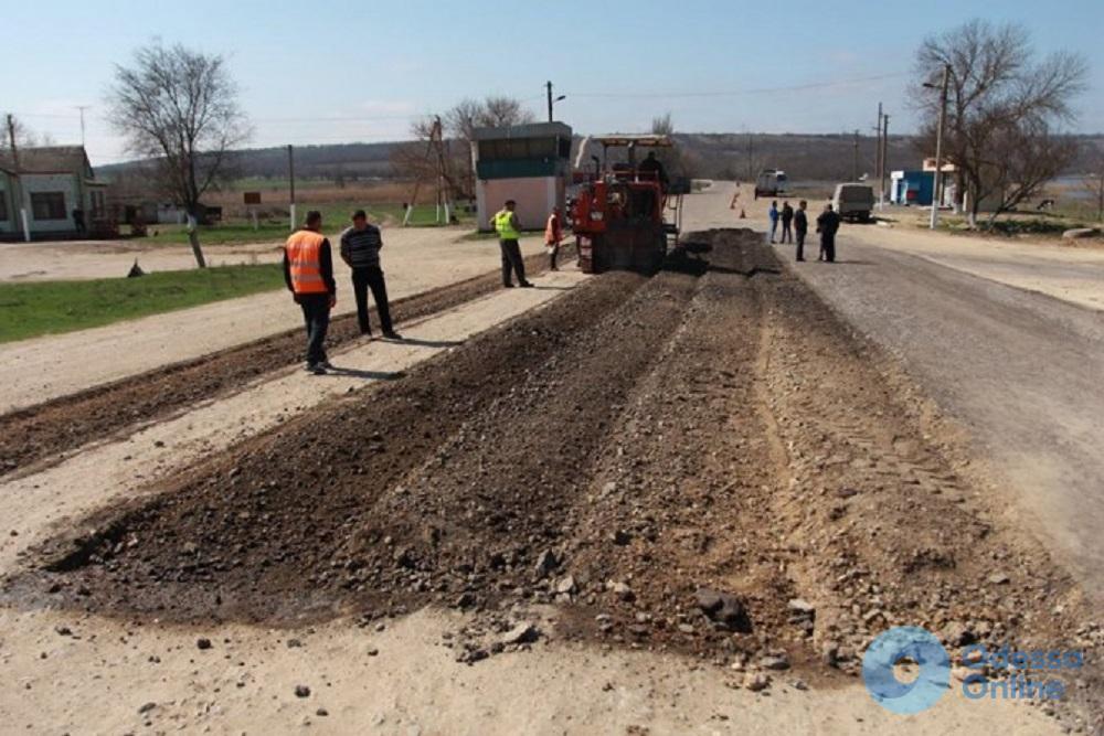 В Одесской области приступили к ямочному ремонту автодороги на Вознесенск