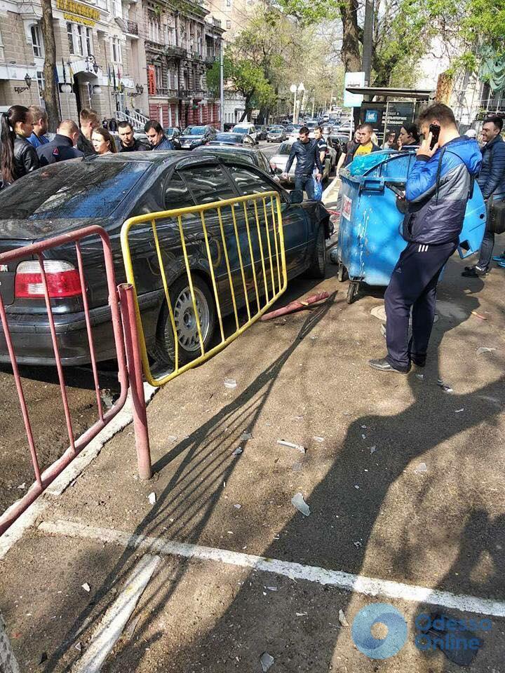 В Одессе девушка на BMWразбила две чужих машины