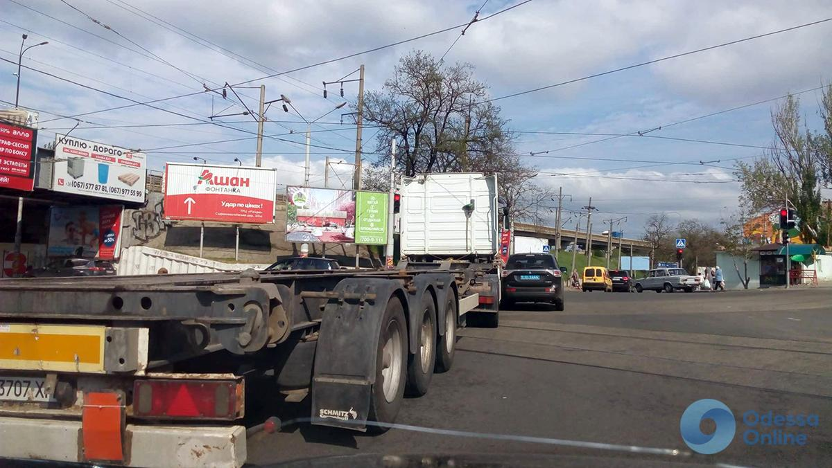 Одесса: грузовик врезался в полицейский автомобиль