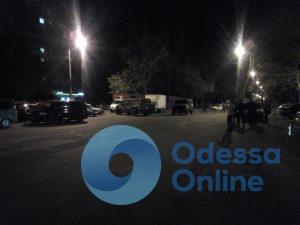 Полиция и СБУ ищут взрывчатку на Черемушках в Одессе (фото, обновлено)