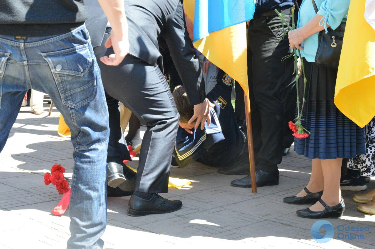 Годовщина аварии на ЧАЭС: в Одессе во время митинга-реквиема один из курсантов потерял сознание