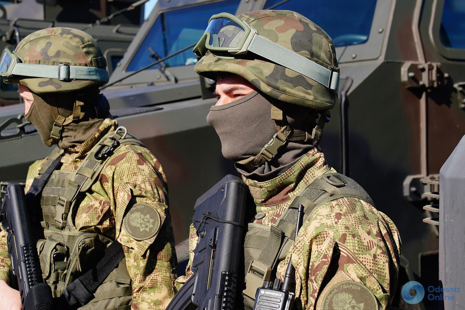В преддверии мая: в Одессе прошел строевой смотр личного состава и техники правоохранителей гарнизона (фото)