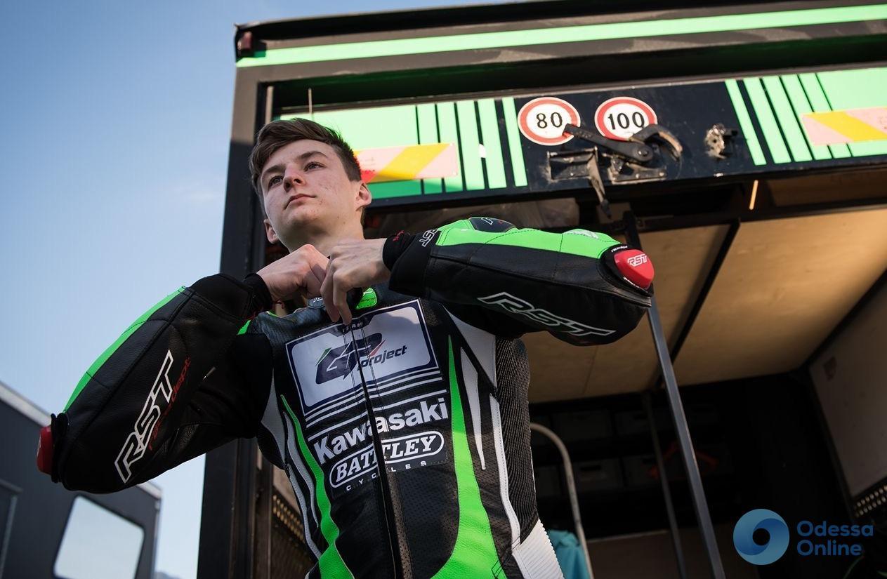 Рекорд ко дню рождения отца: одесский мотогонщик выиграл этап чемпионата Украины по шоссейно-кольцевым гонкам
