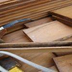 в деревянных досках