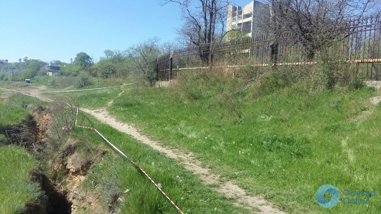 Одесса: на склоне возле пляжа «Золотой берег» возможен оползень