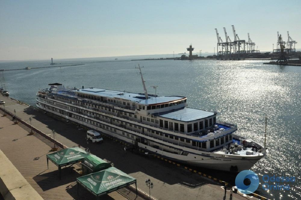 Теплоход «Принцесса Днепра» открыл круизный сезон в Одессе
