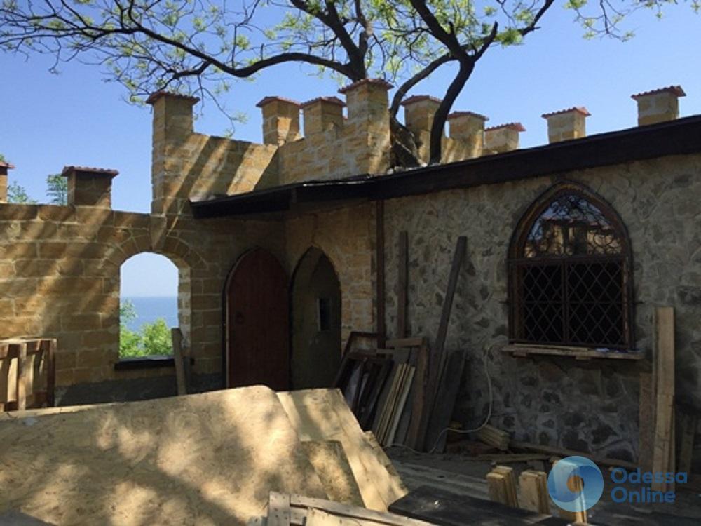 В одесском парке укрепляют стены Сторожевой башни