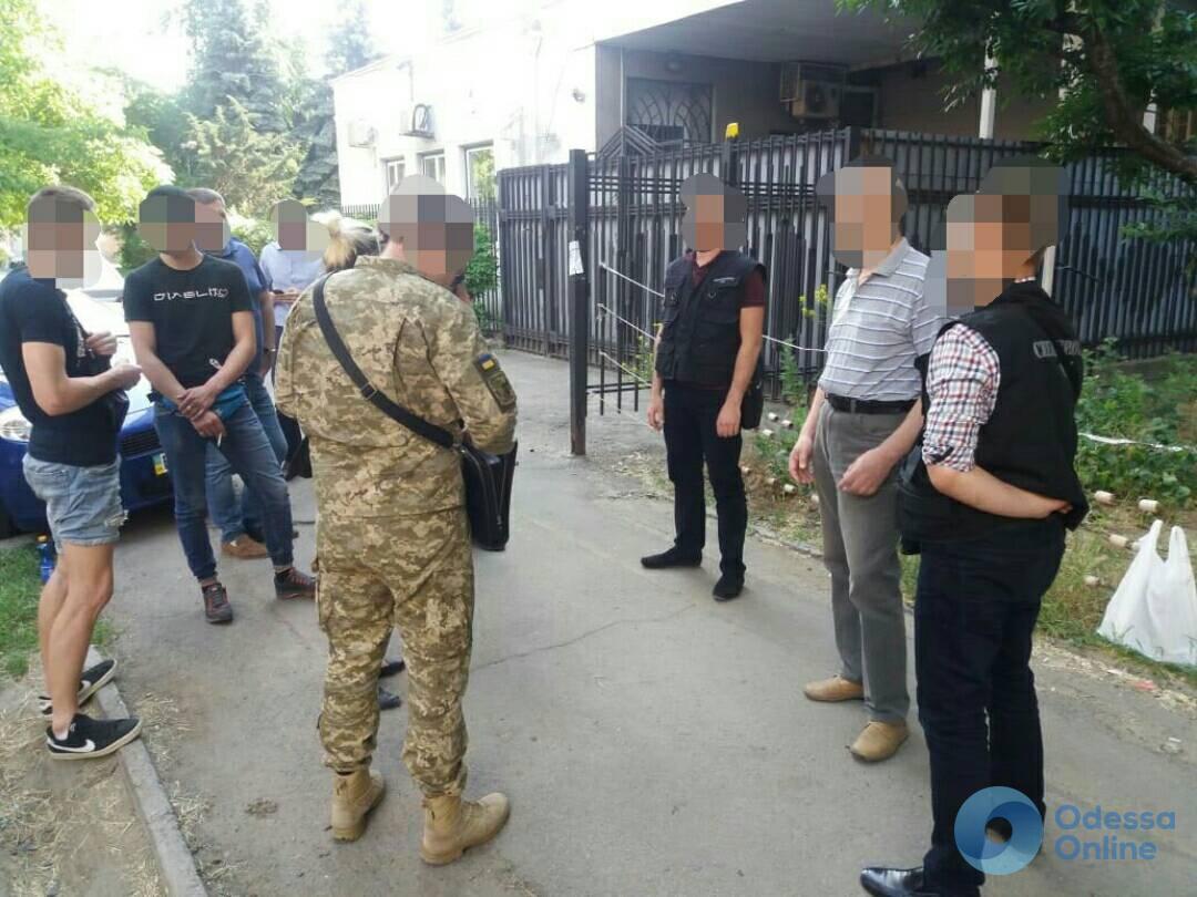 Врач Малиновского военкомата попался на взятке в Одессе