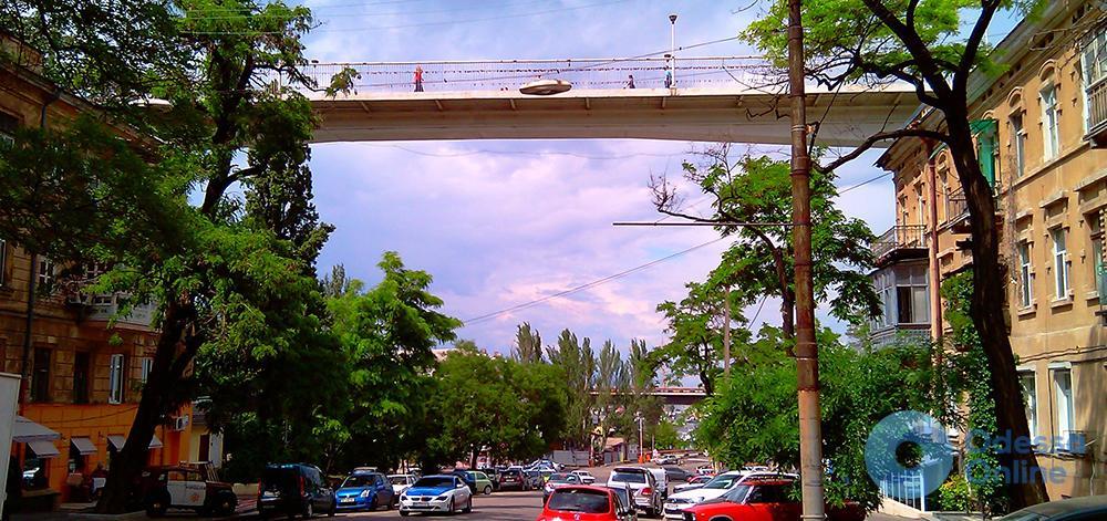 Одесса: 16-летняя девушка бросилась с Тещиного моста