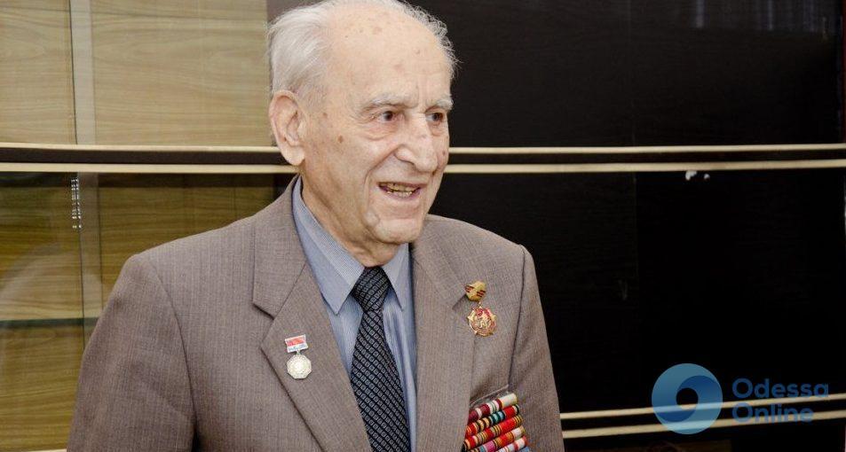 Век за плечами: одесский врач отметил 100-летний юбилей и продолжает лечить людей