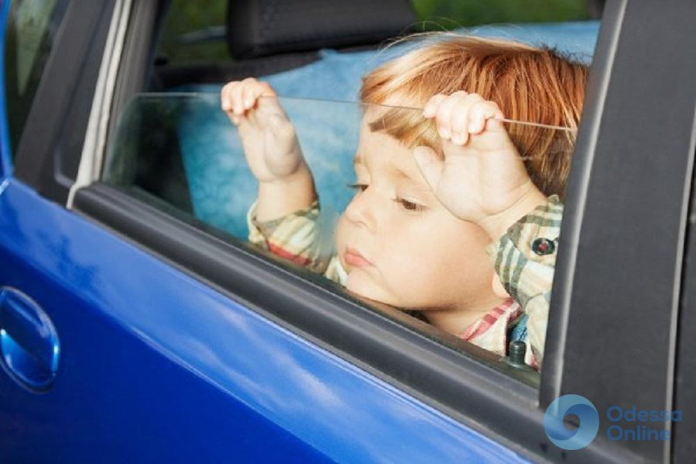 В Измаиле двухлетний малыш едва не погиб в салоне авто