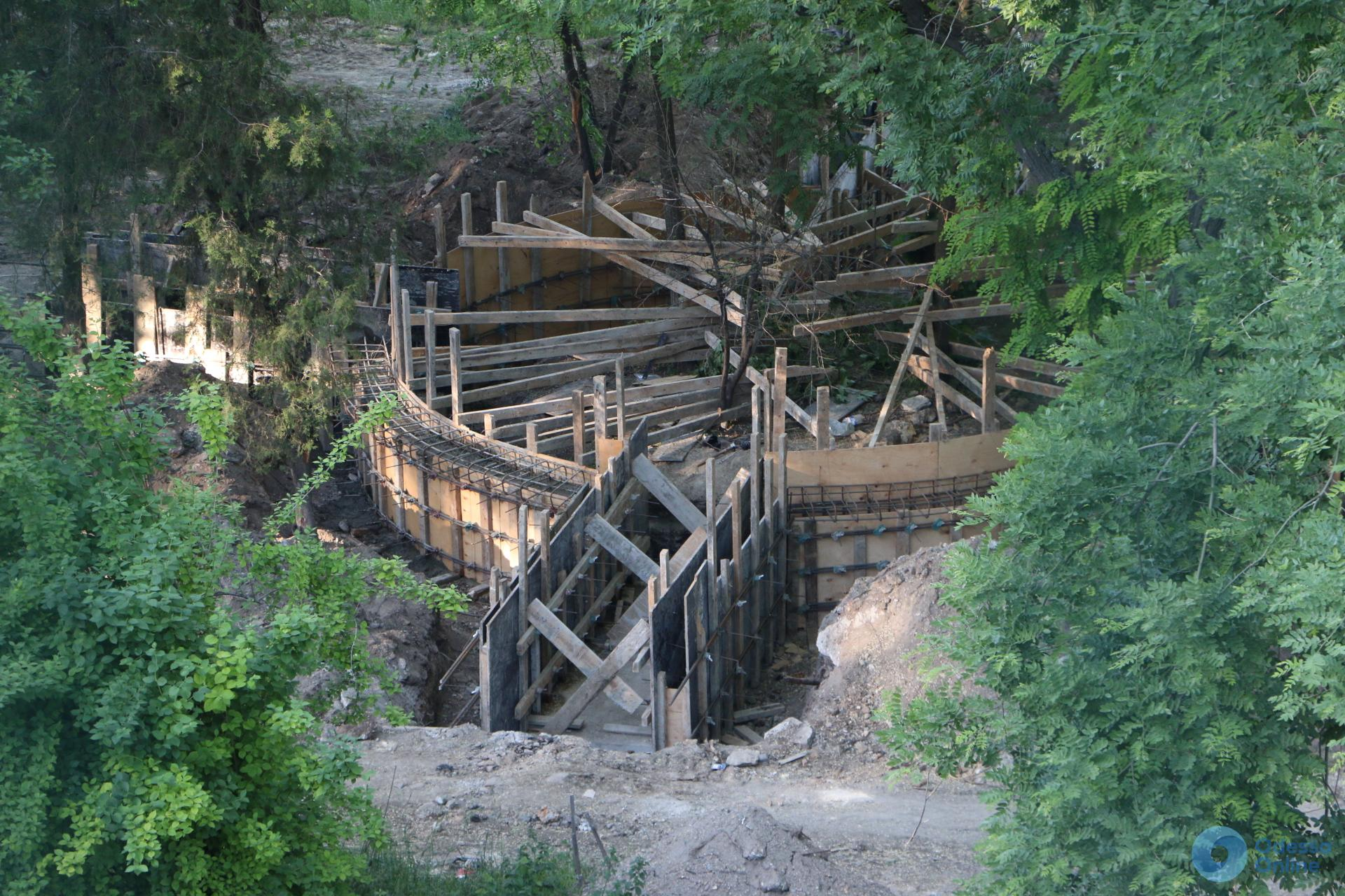 Под Приморским бульваром в Одессе строят новый фонтан (фотофакт)
