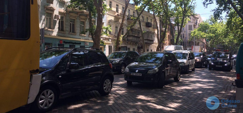 Дорожная обстановка в Одессе: масштабные пробки в центре и на Таирова