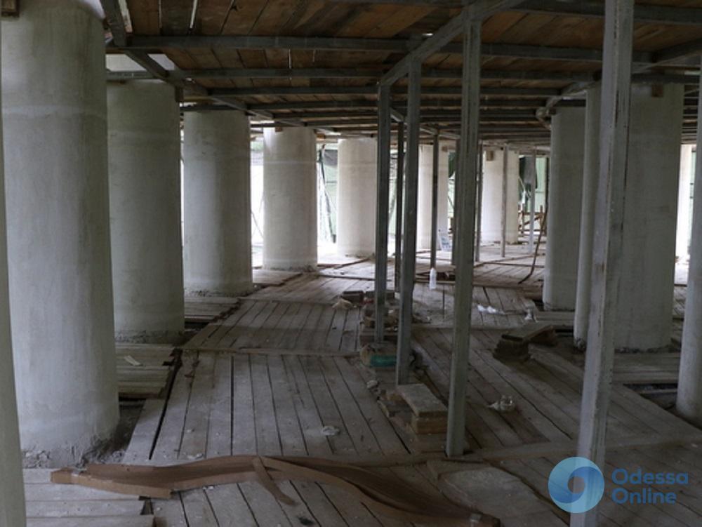 В Одессе снова занялись реставрацией Воронцовской колоннады