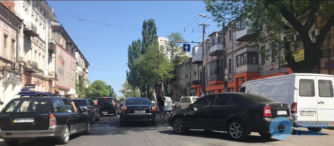 Незначительное ДТП на Малой Арнаутской парализовало движение транспорта