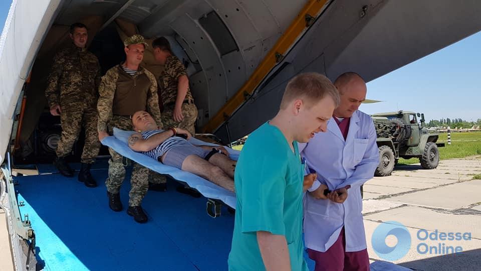 В Одессу прибыл борт с ранеными бойцами