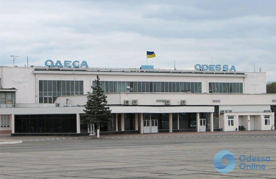 В Одесском аэропорту самолет совершил экстренную посадку
