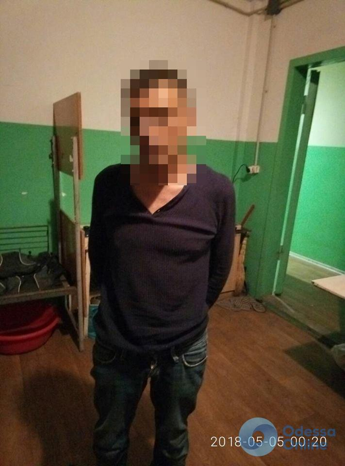 В одесском общежитии мужчина пырнул ножом своего собутыльника