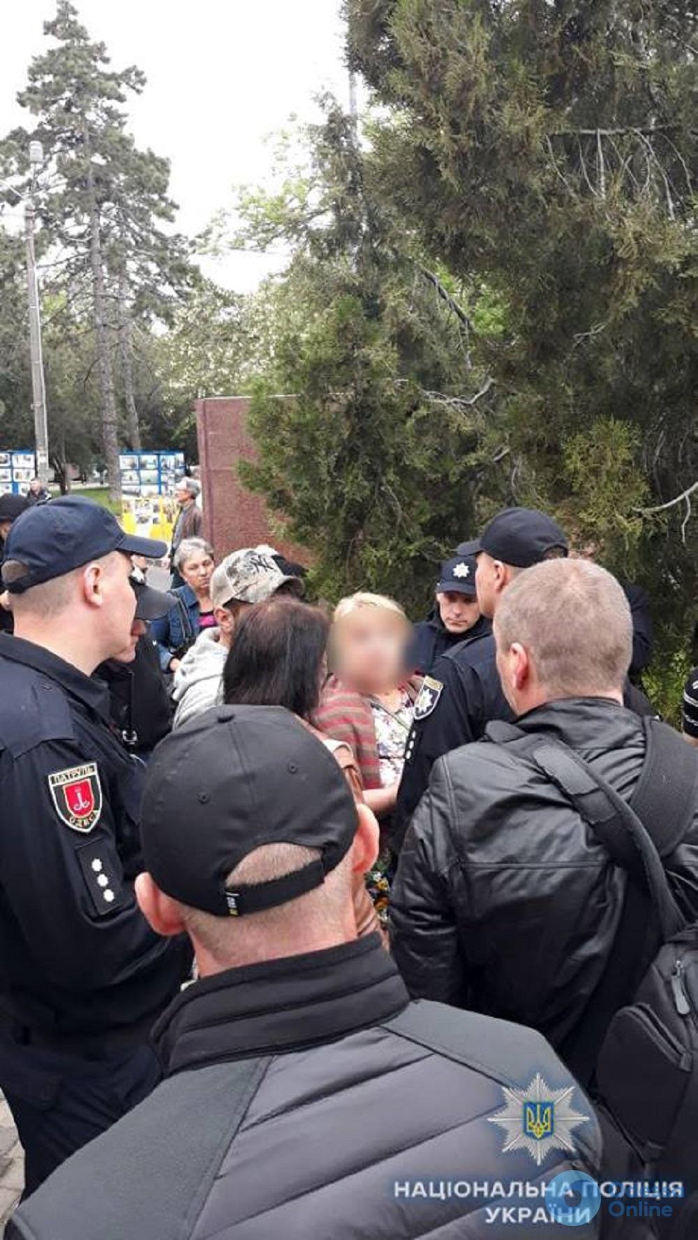 В Одессе обнаружили двух человек с запрещенными георгиевскими ленточками