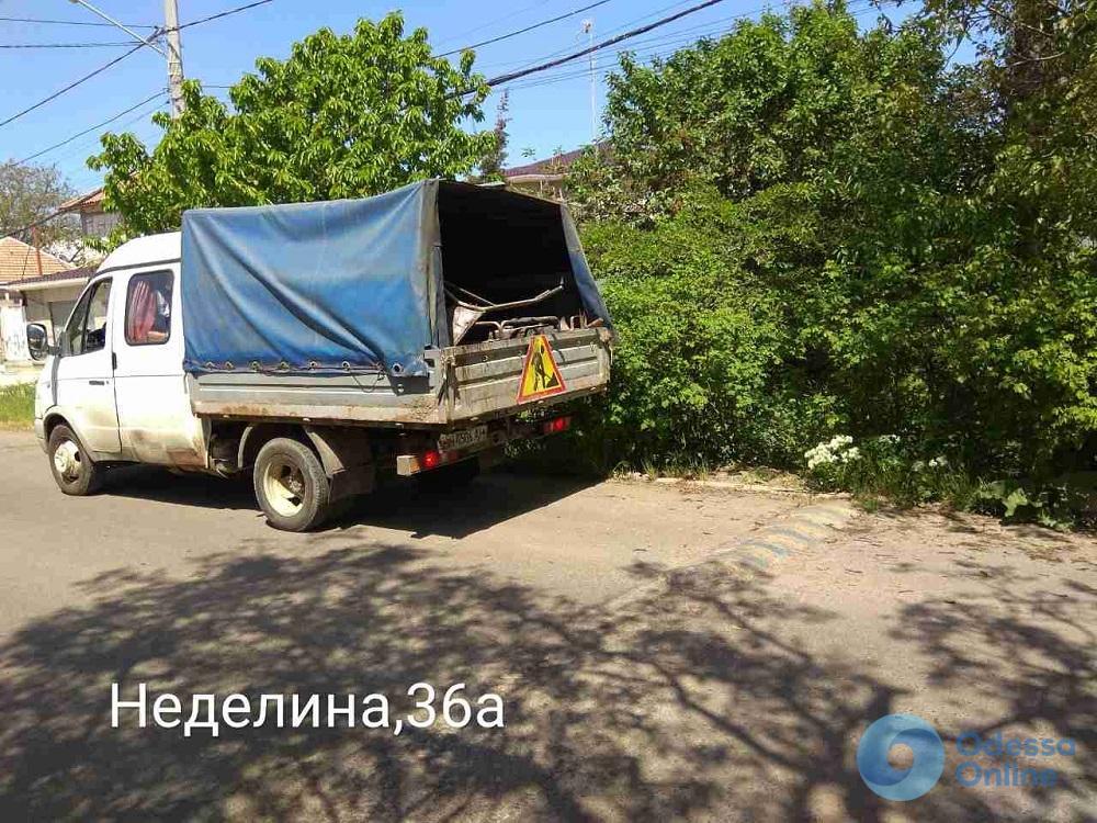 В Одессе за неделю демонтировали три десятка незаконных юнипаркеров