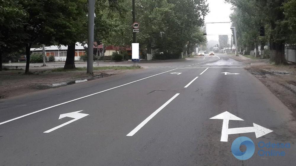 Коммунальщики заменили пешеходные ограждения в районе Большого Фонтана