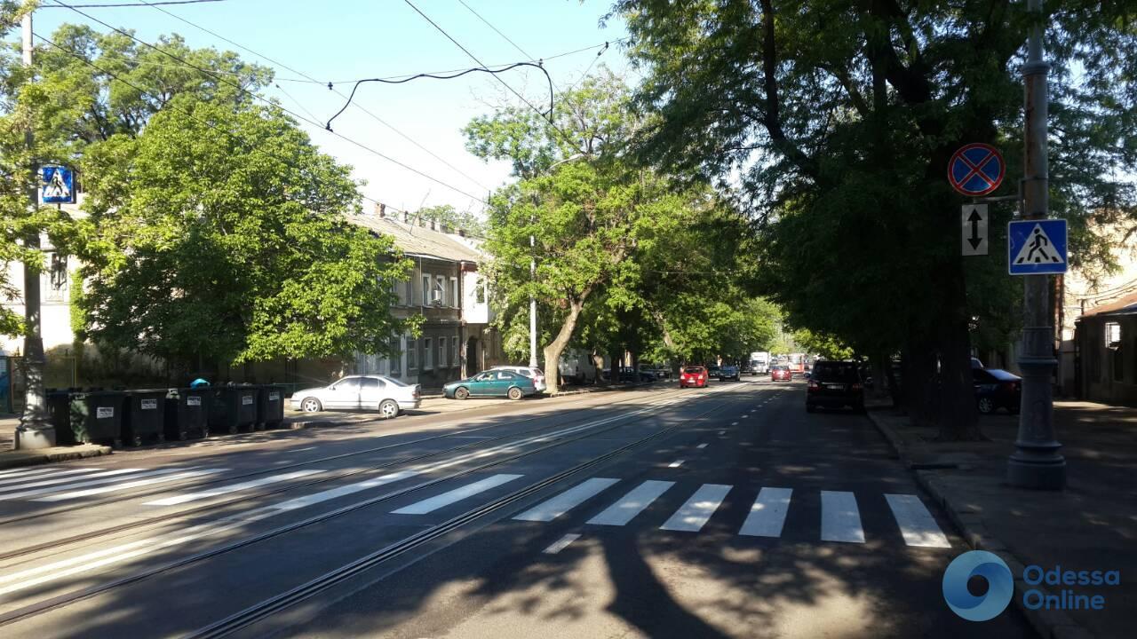 На 1-й станции Люстдорфской дороги появилась свежая дорожная разметка