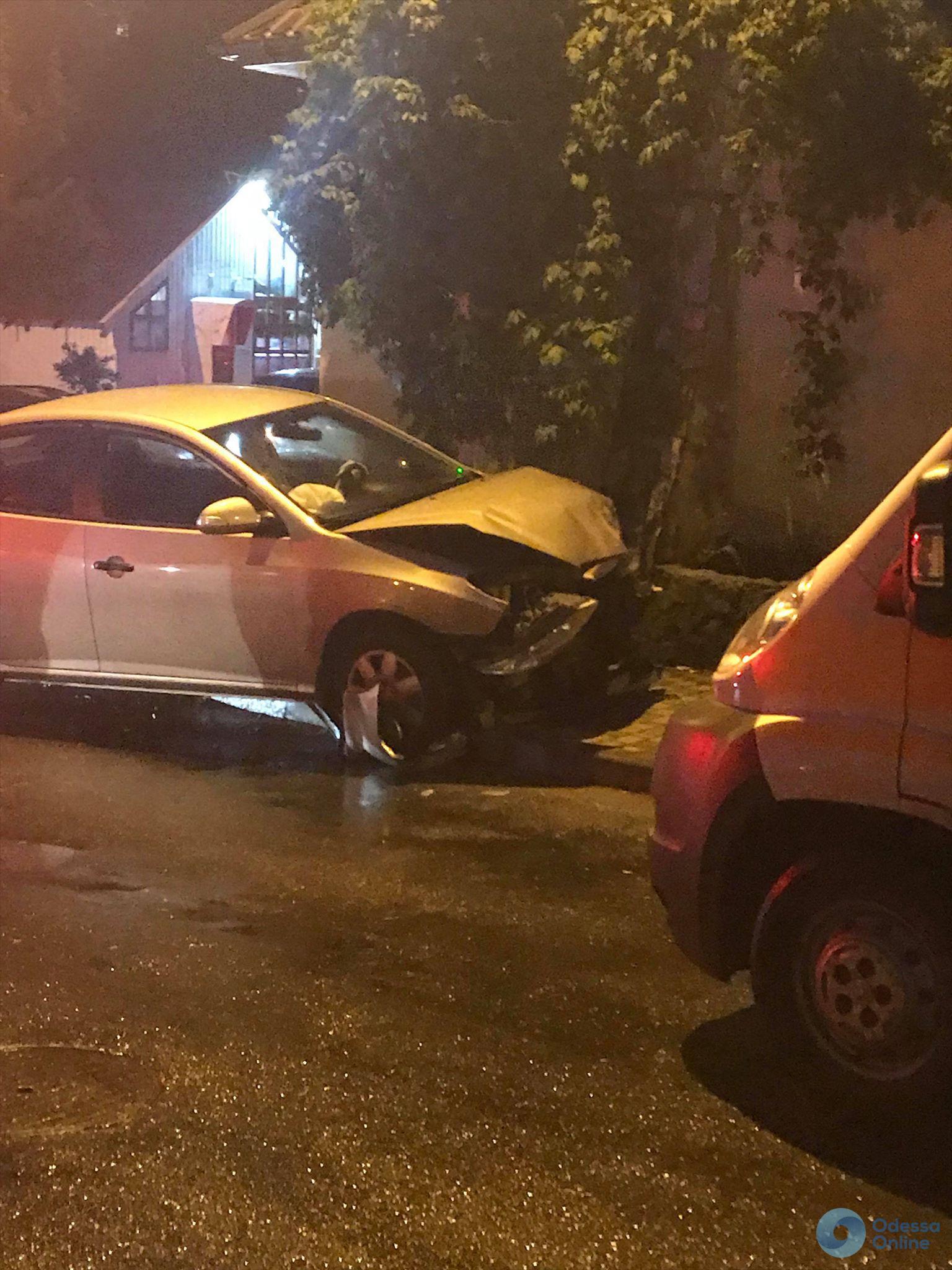 Автомобиль на «евробляхах» устроил ДТП в Одессе: девушка и ребенок — в больнице (обновлено)