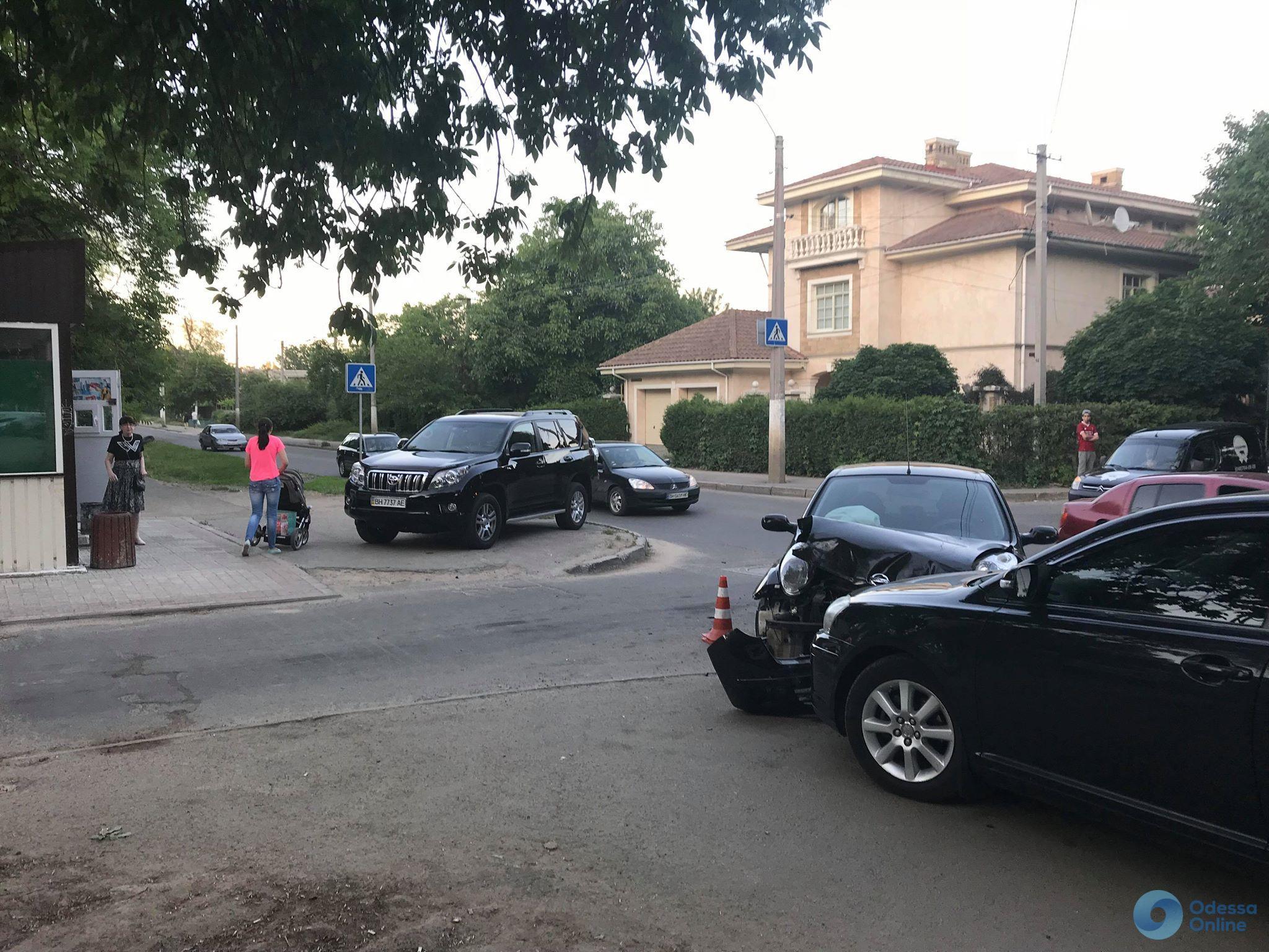 Внедорожник устроил ДТП в Одессе