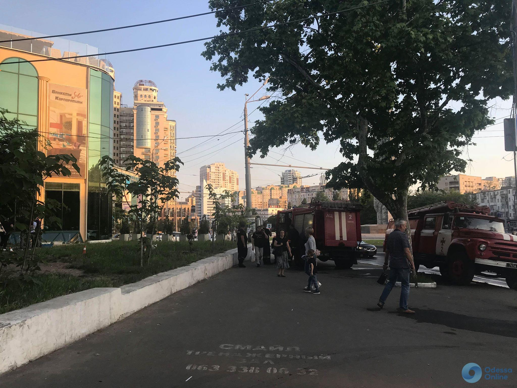 Одесса: спасатели эвакуировали людей из ресторана в Аркадии