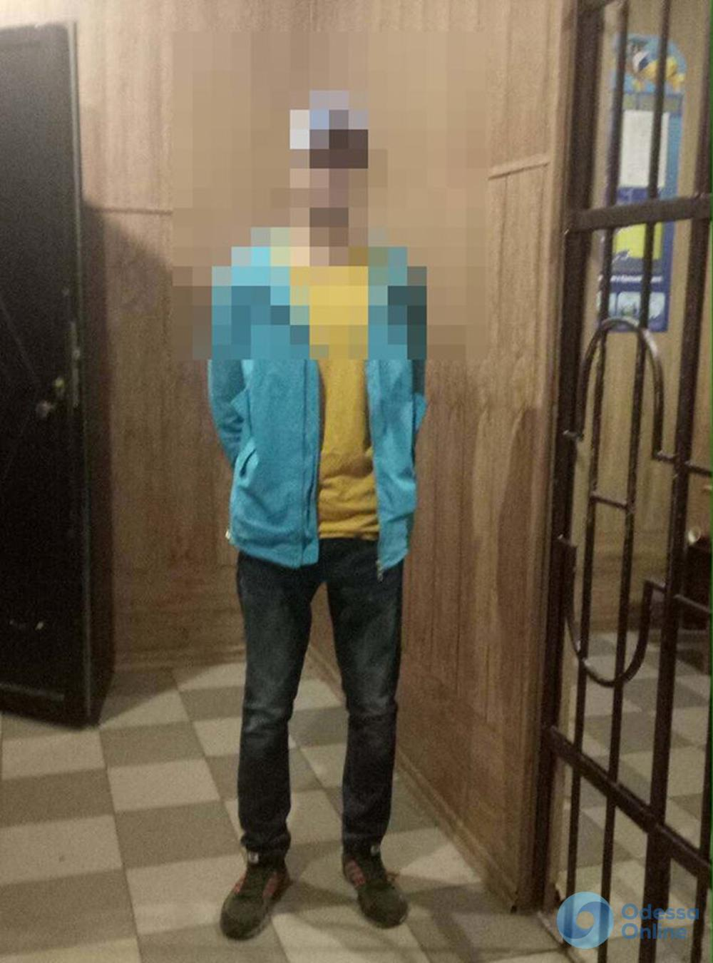 Наркоман приставал к прохожим в центре Одессы
