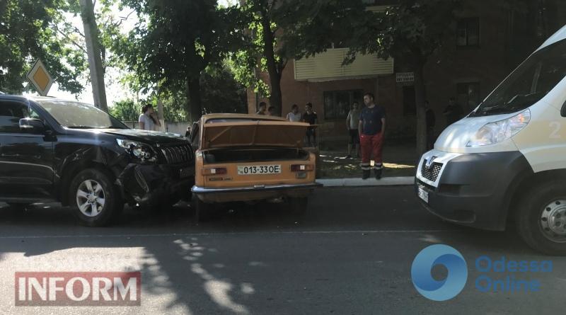 Депутат Одесского облсовета на джипе протаранила легковушку: пострадала женщина
