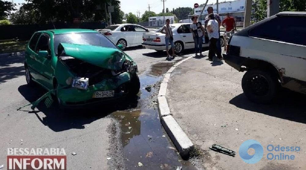 ДТП в Измаиле: от удара одну из машин выбросило на обочину