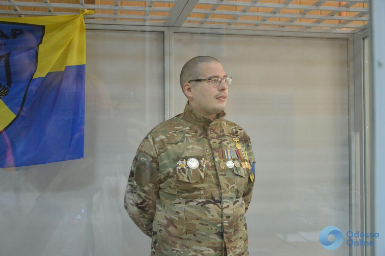 Продавал оружие: одесский суд оставил в СИЗО еще одного бойца «Айдара»