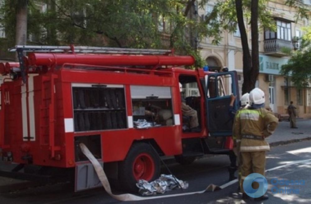 Последствия ДТП в Одессе: спасатели ликвидировали утечку газа в салоне авто