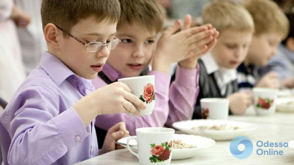 Каша с фруктами: в одесских школах будут готовить полезные завтраки
