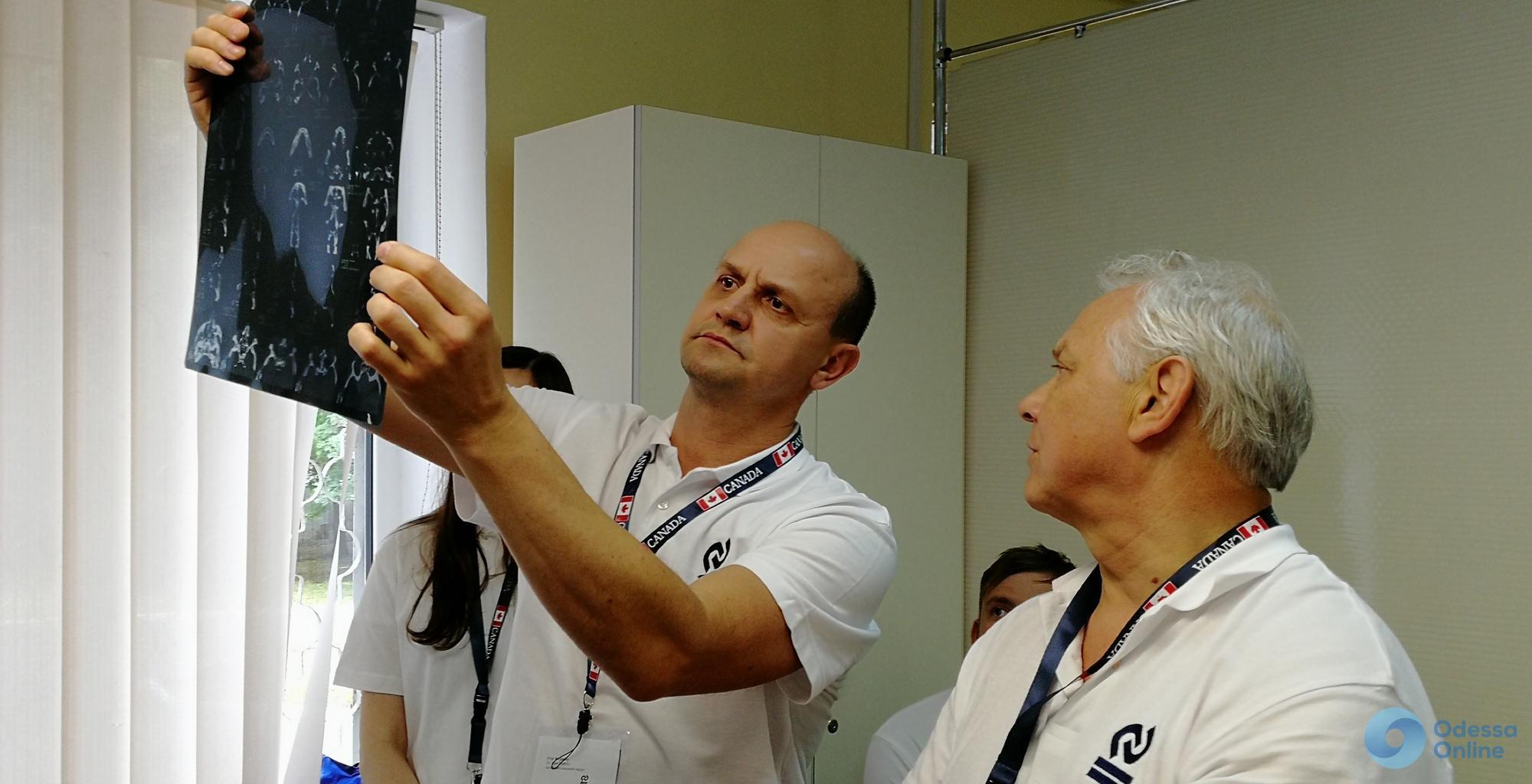 Одесса: канадские хирурги делают украинским военным бесплатную пластику