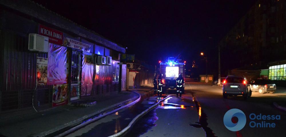 Одесская область: спасатели тушили пожар на рынке