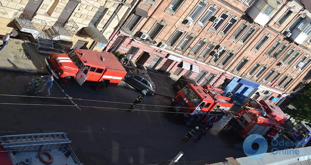 В историческом центре Одессы произошел масштабный пожар, обнаружен труп (обновлено)