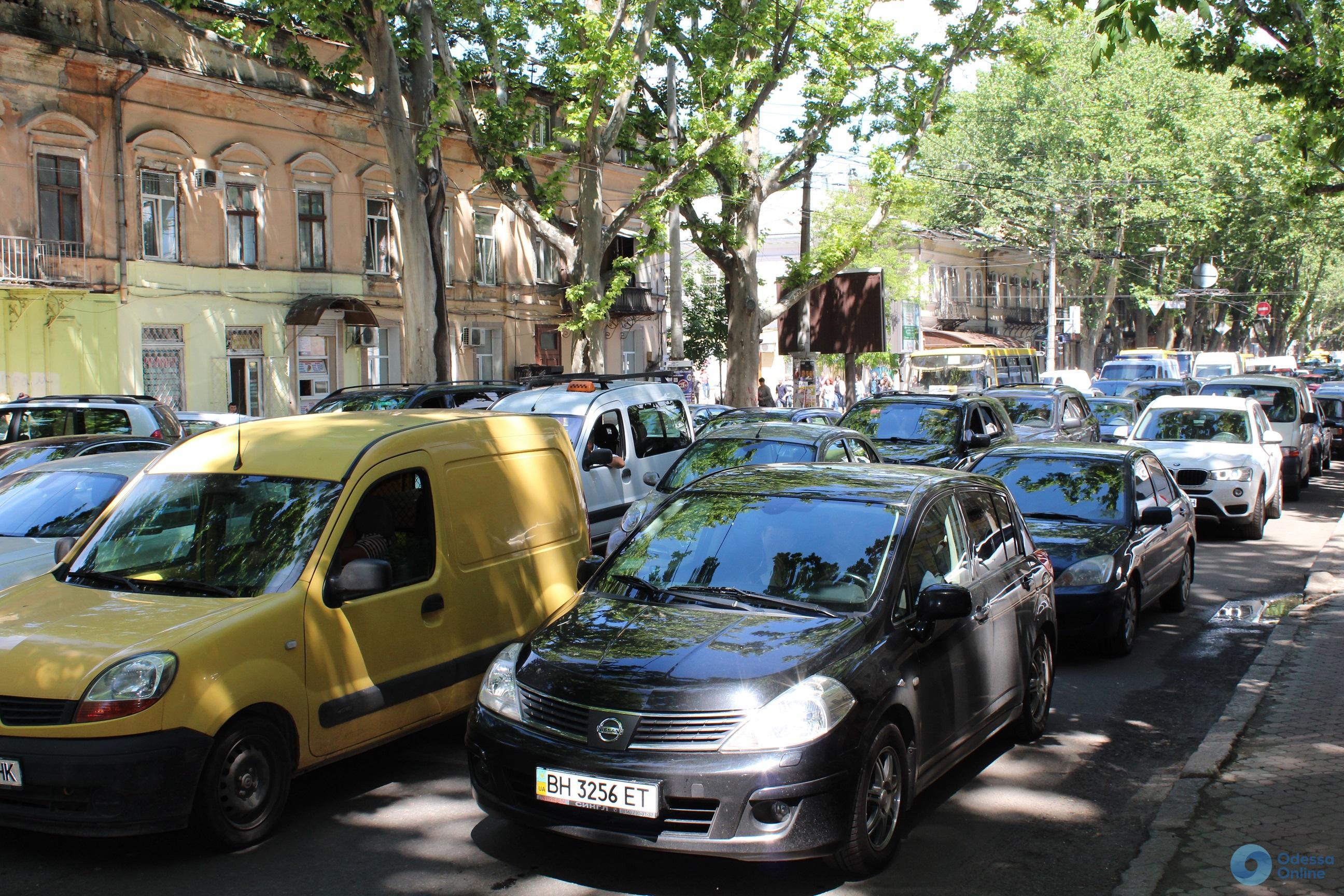 Дорожная обстановка в Одессе: пробки в Аркадии и на Фонтане