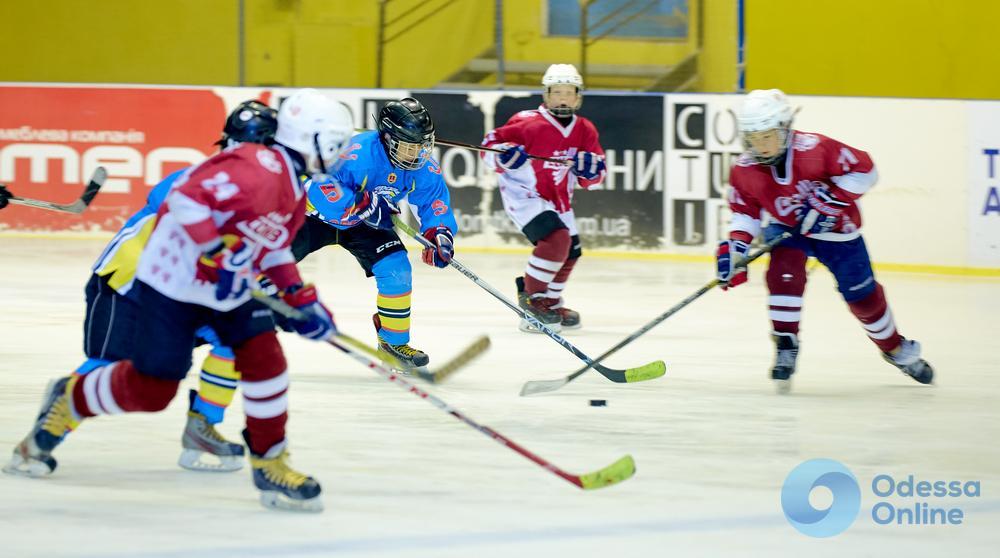 В Одессе определили призеров всеукраинского хоккейного турнира, награждал счастливчиков легендарный Дмитрий Христич