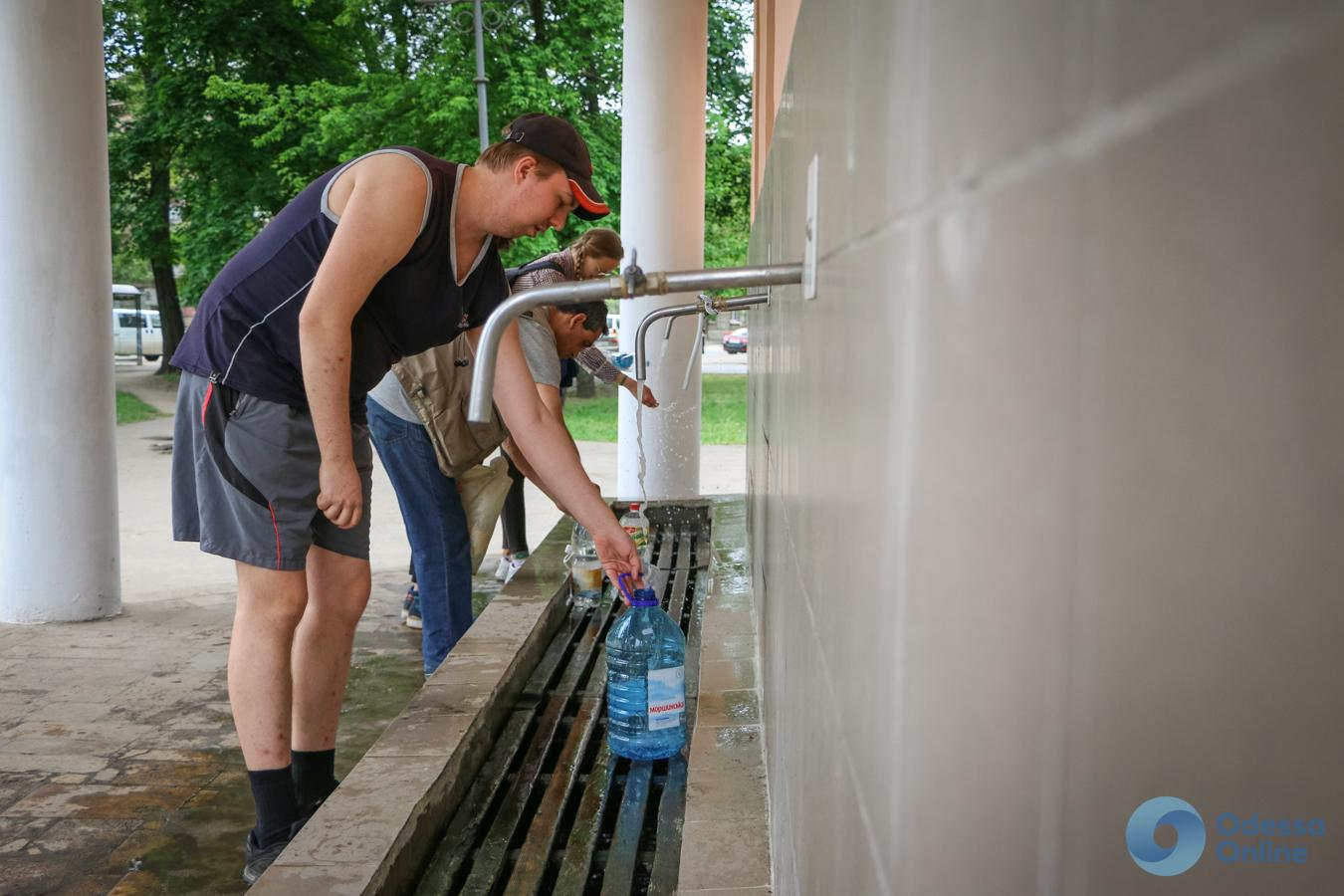 «Жажда» в Одессе: ограничения в бюветах и отсутствие очередей возле автоцистерн